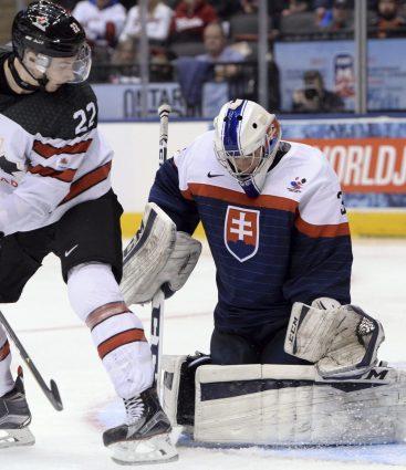 Adam Húska bude jedným z brankárov Slovenska na MS v hokeji