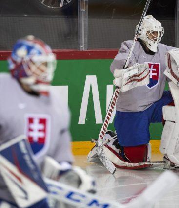 Slovenskí brankári počas MS 2021 v hokeji