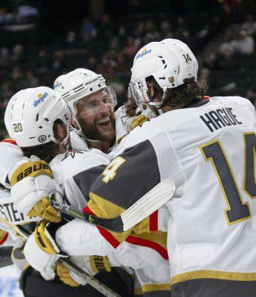Hráči Vegas Golden Knights počas playoff NHL 2021
