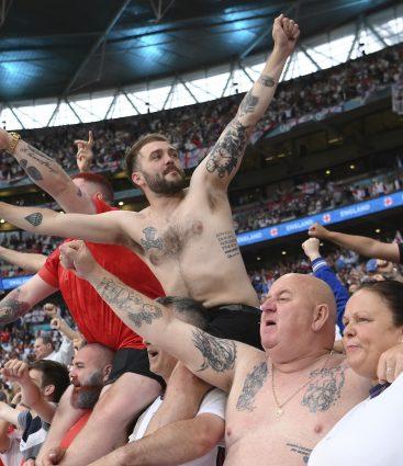 Fanúšikovia Anglicka vo Wembley